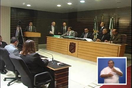 SESSÕES ORDINÁRIAS SERÃO TRANSMITIDAS COM A LÍNGUA DOS SINAIS ... 7d83e4d4b6978