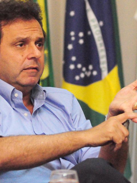 carlos-eduardo-tera-de-tirar-imagens-pagas-pela-prefeitura-da-propaganda-eleitoral